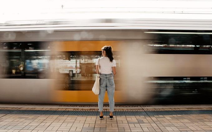 Zugfahrt_Zug fahren_Diese Hörbücher und Podcasts nehmen wir mit auf die nächste Zugfahrt