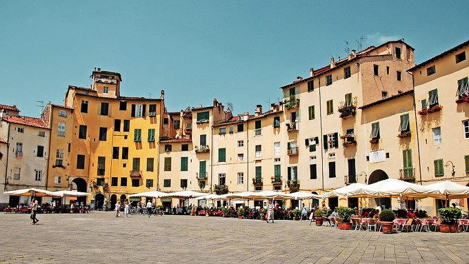 Piazza dell'Anfiteatro_Lucca_Italien