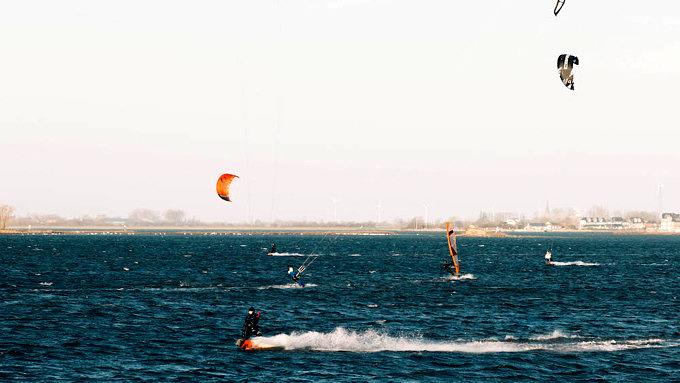 Surfer, Kite-Surfer, Ostsee, Fehmarn, Gold