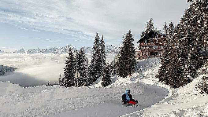 Rodeln, Winter in Tirol, Österreich